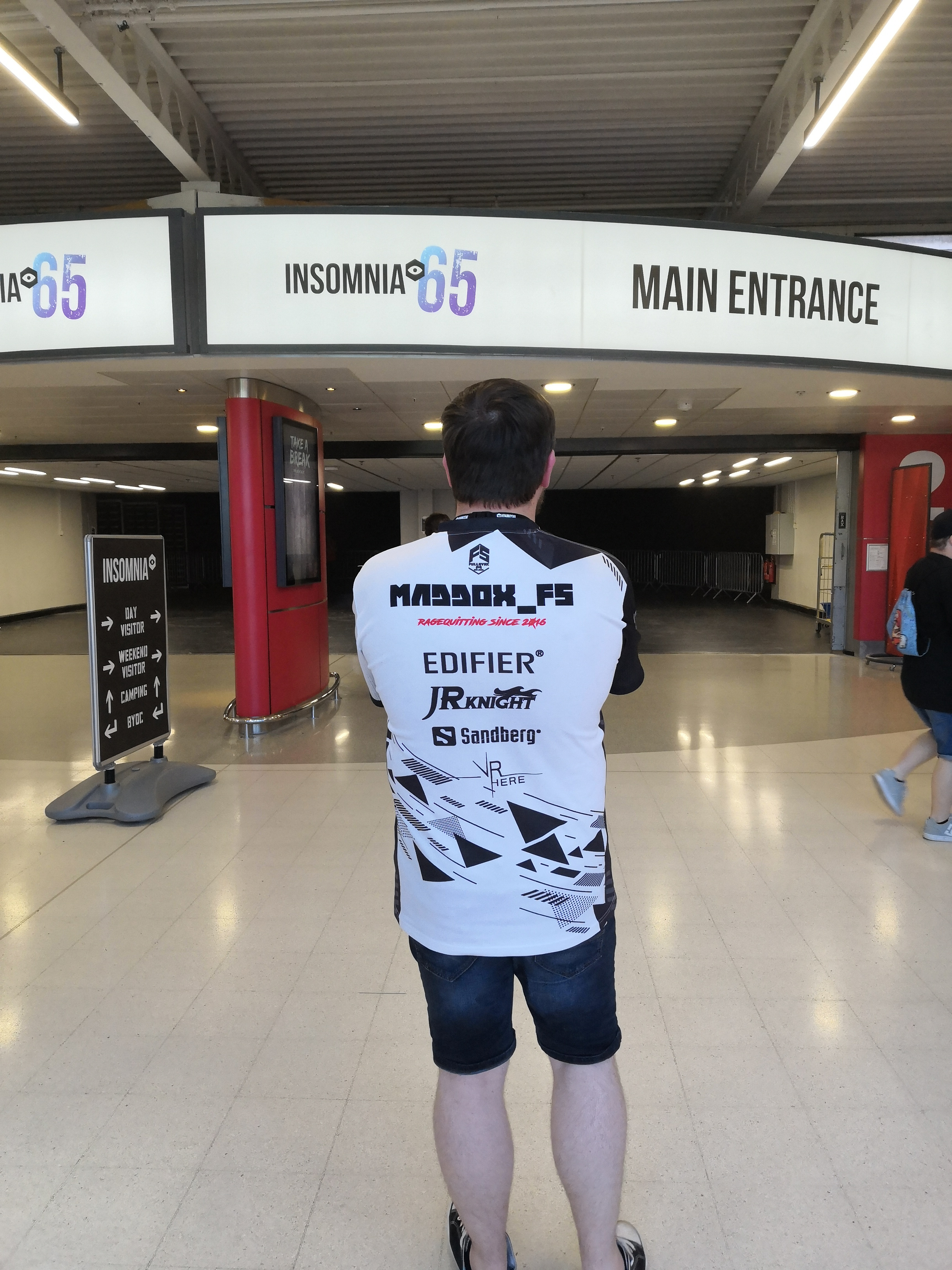 MaddOx_FS getting ready to enter the gamer's paradise